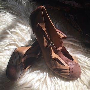 Aldo tan leather t-strap heels GUC